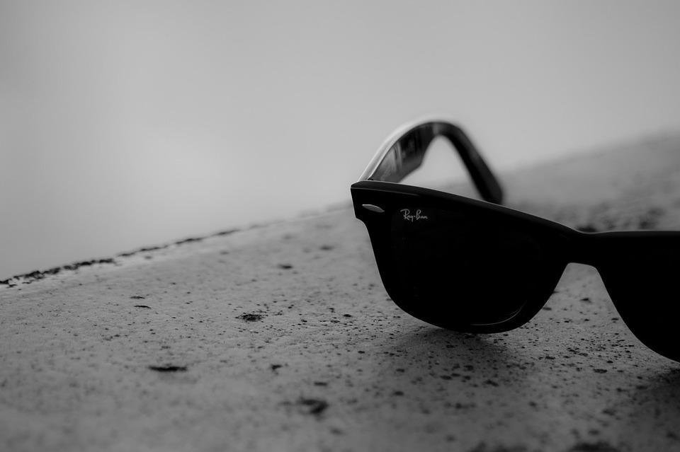 Ray-Ban et Facebook s'associent pour créer des lunettes smartphones