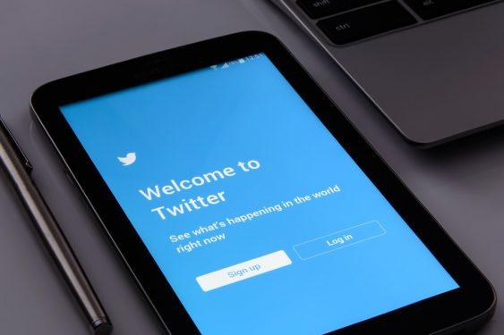Twitter obligé de s'excuser publiquement