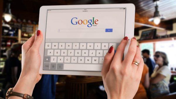 Alphabet, maison mère de Google, vaut maintenant 1000 milliards de dollars à Wall Street