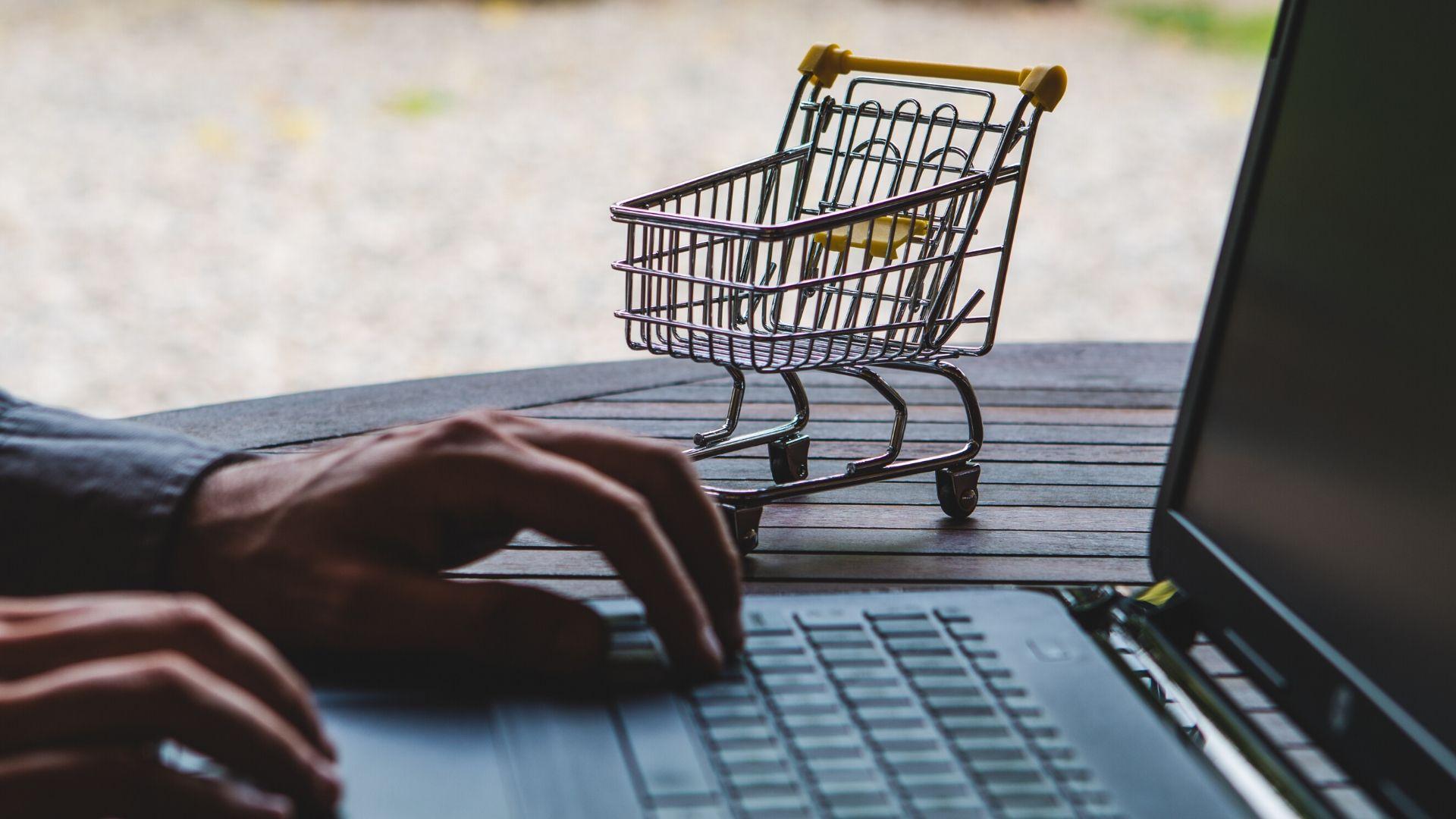 Amazon restreint son catalogue de produits non essentiels